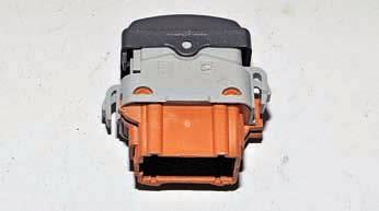 Снятие выключателей, регулятора, прикуривателя и блока сигнализаторов Рено Дастер